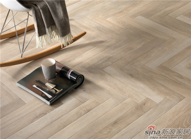 真实体现木质地板的独特魅力,丰富的瓷砖纹理表面,青涩的木质感瓷砖,以其独特的材质质感,衬托木本的百搭气质,打破室内规整的束缚感,赋予空间丰富的表达能力。