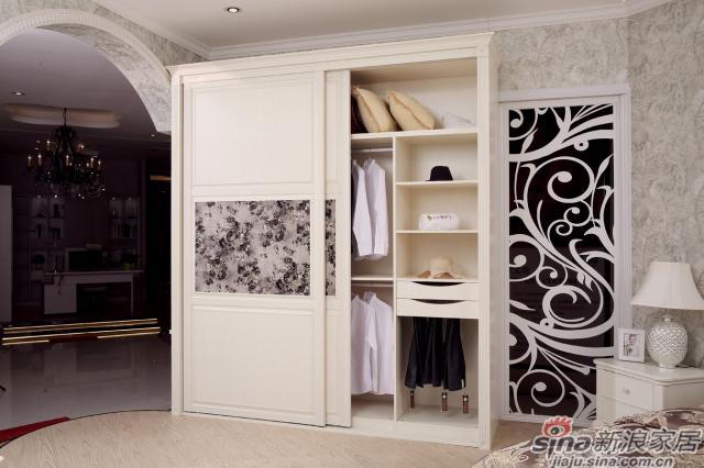 移门衣柜2移门衣柜1颜色:英伦白橡 移门:2601英伦白橡转化条平板+倾世1号