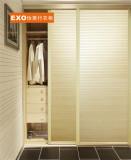 流线木纹框全百叶整体衣柜
