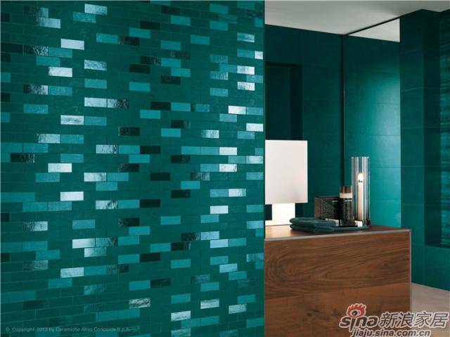 彩金系列——意大利ATLAS CONCORDE瓷砖的又一经典之作,既具时尚、前卫之风又有其独特的商务美学特性,工厂采用世界上顶级卓越的釉料技术,展现金色般纯正的灵动色彩。其灵感来源于色彩世界的深蓝和金色,运用工厂独有的色彩调配技术,将时尚的潮流之色演绎在了