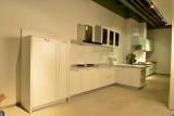现代简约的白色拼框门整体橱柜