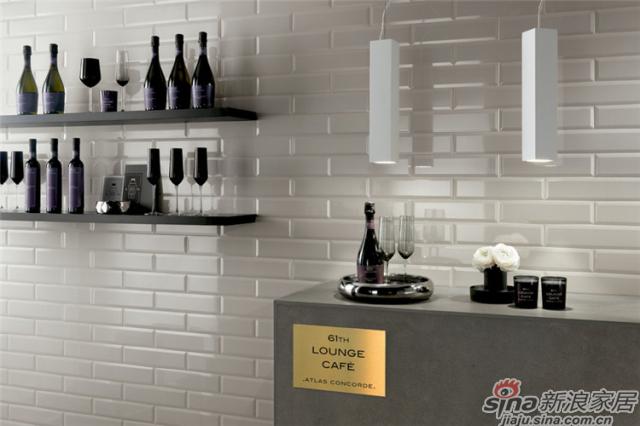 炫酷黑与高雅白两种颜色,利用简单的方式诠释最前卫的生活氛围与优雅的家居风格。随意铺贴,铺设精致的质感,家中仿佛吹来一阵清新优雅的自然之风。完美适用室内住宅或者商业区域,浴室、厨房、商店、专卖店、酒吧、餐厅等领域背景墙。