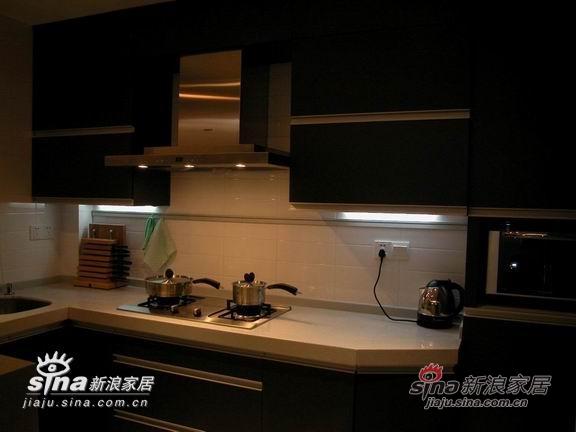 夜间的厨房