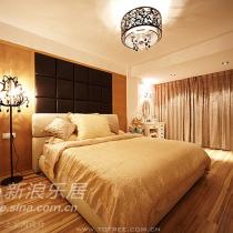 华丽丽的卧室,东西还没有买齐,有点空。还有床头柜啊,还想买两张休闲椅子