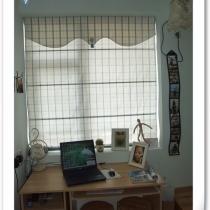除了这个塌塌米,房间剩下的地方还可以放下宜家淘来的简单的电脑桌,可以成为小书桌,放置电脑,又靠窗边,光线很好~完美~这样的我的这个只有7个多平方的小房间物尽其用了!