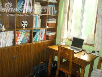 书房,小小的房间一样也很温馨啊