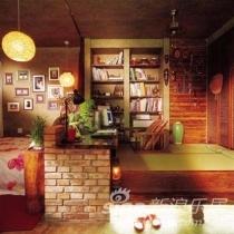 多功能地台:这个地台既是会客区,也是工作间,还是储物的地方,如果需要的话,还能招待客人过夜;