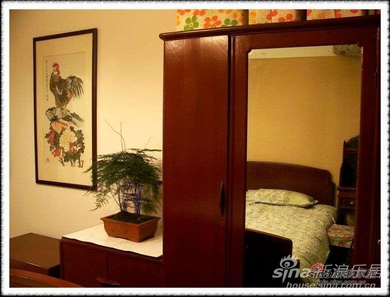 压轴的是老妈的房间,感觉象回到三十年代吧,因为整套家具就是老妈当年的嫁妆,从乡下搬回来重新油了下~