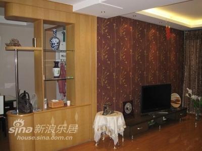 客厅电视墙:吧台是原来的,老爸舍不得拆,就留下了,家里谈不上风格,只求满足使用要求
