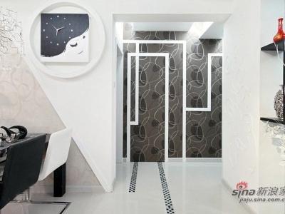 这里过道即是进入到各个房间,不想要这里的空间太单调,在装修时就做了一些木的装饰