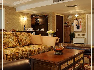 美式乡村风格的色彩以自然色调为主,绿色、土褐色最为常见;壁纸多为纯纸浆质地;家具颜色多仿旧漆,式样厚重;