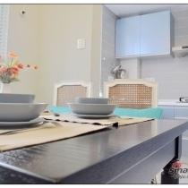 厨房的墙砖本来是做地砖 是很舒服的亚光地砖 设计师要求切割成150X600的 主要是加重设计的线条感