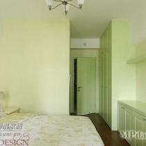 父母房或者客房,用的是嫩绿的墙面色彩