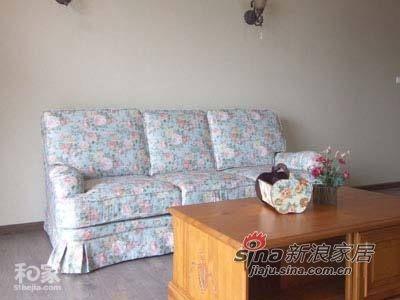 富有乡村气息的沙发独自占据一个角落