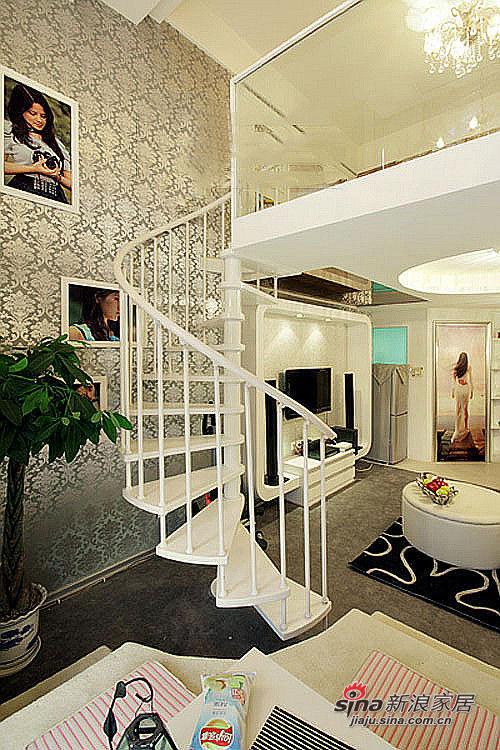 楼梯装饰画仍然由女主人的艺术照提供!