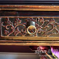 小桌子的细节,抽屉上的雕花