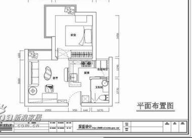 这是一套TT国际公寓的住房,房屋面积不大,要满足客厅、厨房和家庭办公的使用需求。所以设计师建议业主做开放式厨房,把橱柜、电视墙、吧台做成一体化