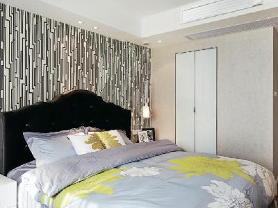 卧室中配置温湿平衡3D气流风管式室内机,健康舒适中保证睡眠质量,人员长时间逗留的客厅中安装纯效新风净化风管式室内机,引入新风同时过滤室内外PM2.5,保障家人健康。