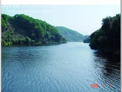 水也是很美的,其实这里并不是湖,而是个小水库~
