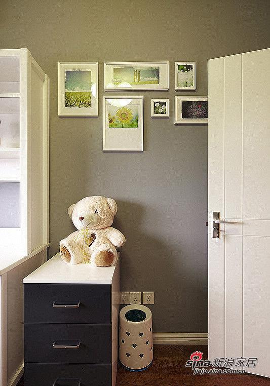 说是儿童房摆设,但是其实这个熊熊是偶最喜欢的公仔了,陪伴了走过了很多时光