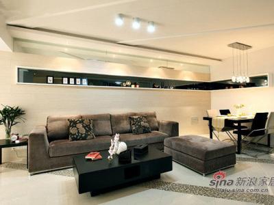 沙发背景,跟餐厅的背景连在一起是一个个性的造型,也是实用的展示架