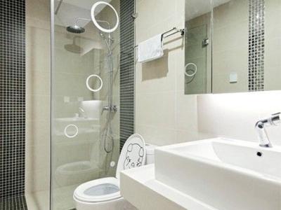 离开卫生是,洁净整齐的一个空间,白色成了这个空间的主色彩