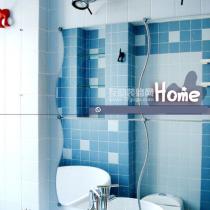 卫生间。瓷砖的颜色和排布是KOORI和YUKI亲自挑选和设计的哦~