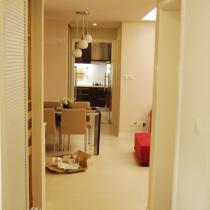 好长的走廊~~厕所通往厨房