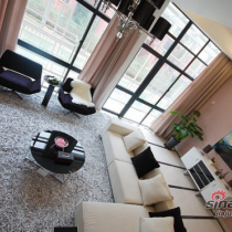 从楼上看下去的效果,大气、舒适感十足,绿色植物更增添了一份生气。