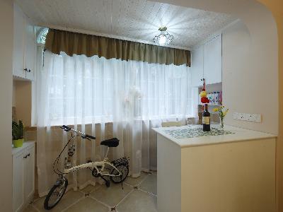 吧台有多功能的作用,既可用餐,也可以作为吧台休闲处      把原来阳台融入客厅,扩大客厅空间