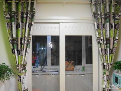 客厅和阳台(厨房)之间滴拉门~~