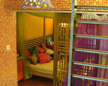 浴室是半敞开的,从浴室能感受到卧式的香艳
