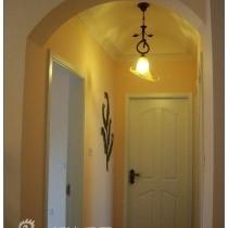走廊,通往主卧、书房、次卧。做了一个拱形吊顶