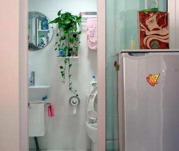 同样清新明快的洗手间