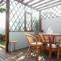 天台花园,正在布置中,凳来年花香满园的时候可能更好看,先来几张