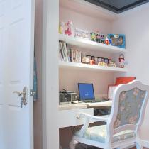主卧里的卫生间 改成书房和衣帽间