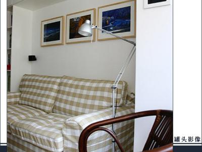 沙发,空调巧妙地嵌进吊柜里
