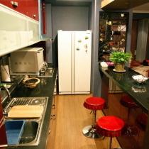 如同样板间的厨房