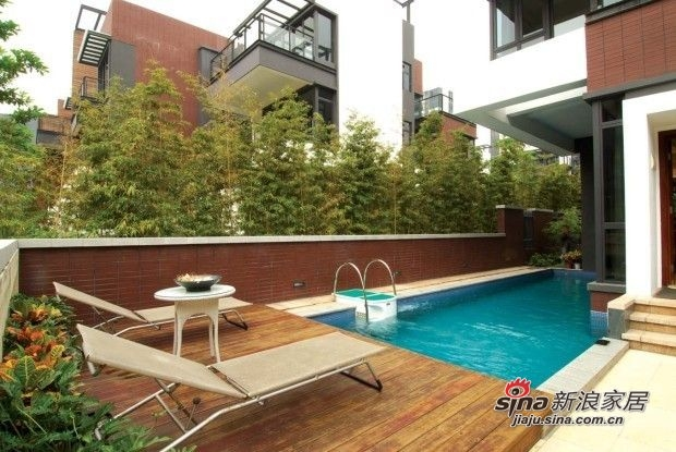 房外游泳池