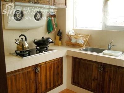来来来,进来看下,这里就是我的工作间了,谁说厨房就应该是油腻腻的地方.只要有颗爱家的心,麻雀也能变凤凰