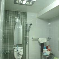 淋浴在角上。要多放会才能出热水