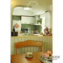 餐厅看向厨房。