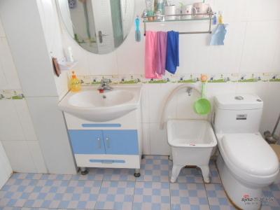 卫生间不算小吧
