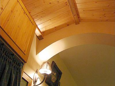 玄关的吊顶,左边是鞋柜,怕鞋子不够放,特意做了很高,但好象还是不够放