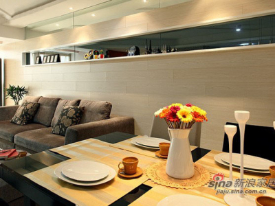 黑色的烤漆玻璃,让房间感觉比较的深遂,更加的有空间感