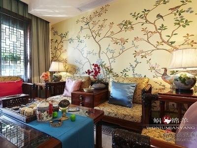 客厅背景墙一片鸟语花香的美景。