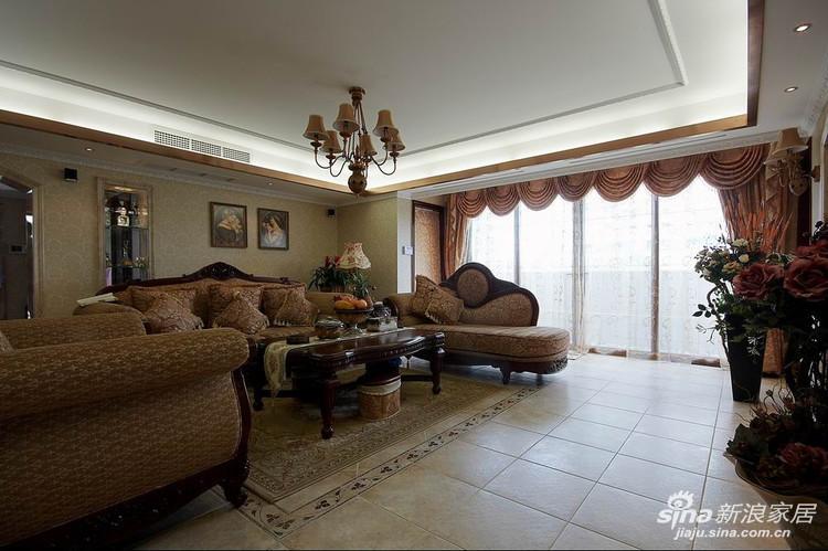 整个区域的欧式沙发和色彩搭配非常柔和