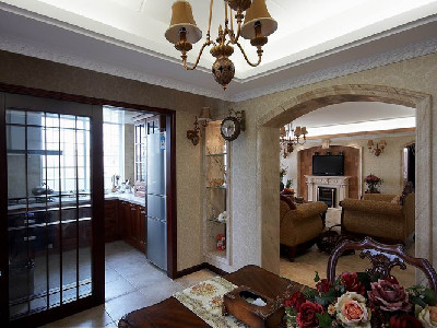 客厅的旁边是厨房和餐厅