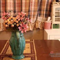 餐桌上的花瓶,来个华丽丽的特写,特别喜欢这种复古的调调。