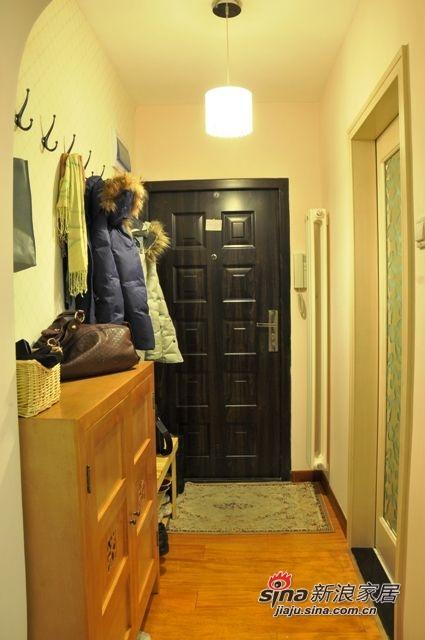 右边的镜子门是次卫的,这个镜子是我的最爱